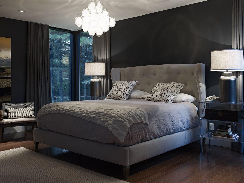 Inspirasi desain kamar tidur bergaya kontemporer glamor - source: thespruce.com