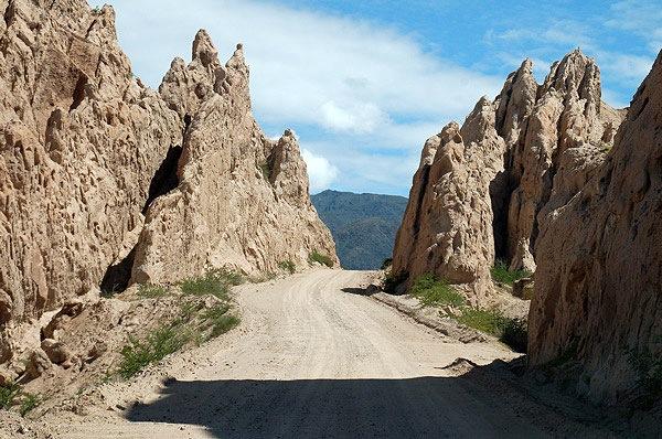 Unglaubliche Felsformationen im Tal des Calchaquí-Flusses