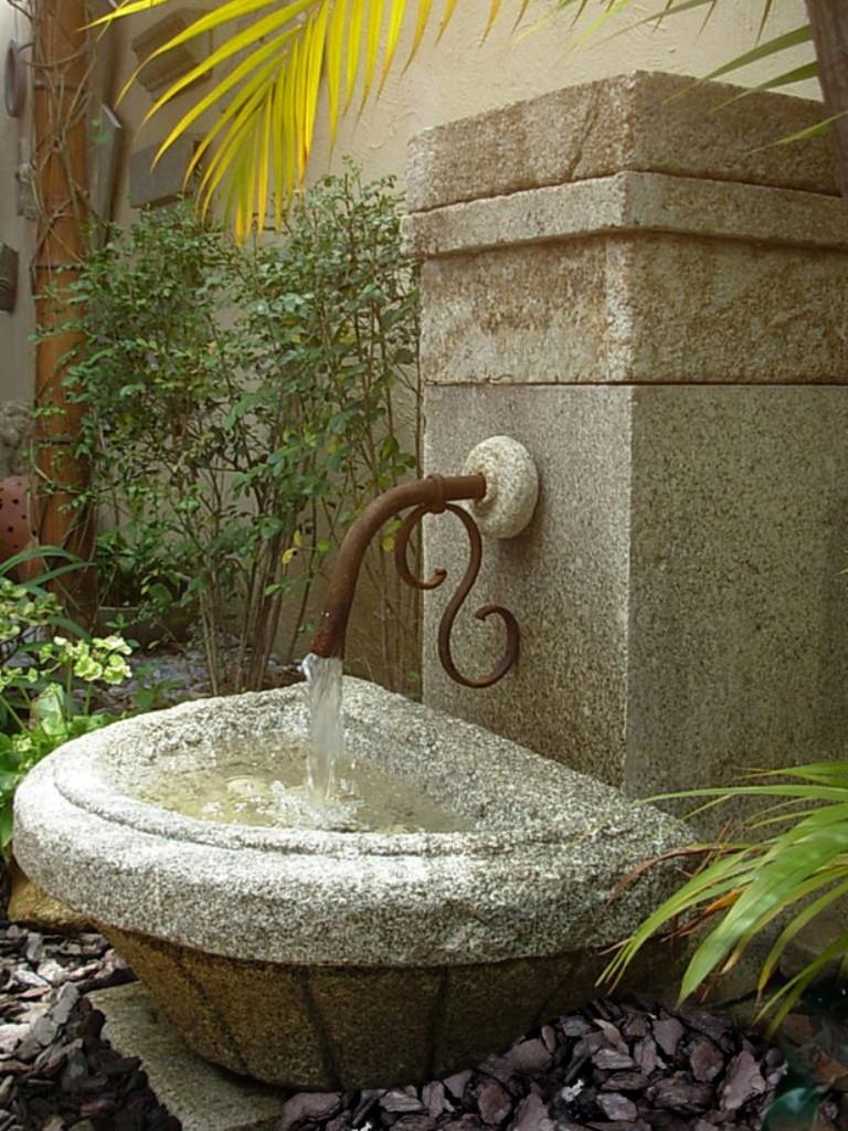 fonte-agua-torneira-ferro-arte-na-pedra.jpg