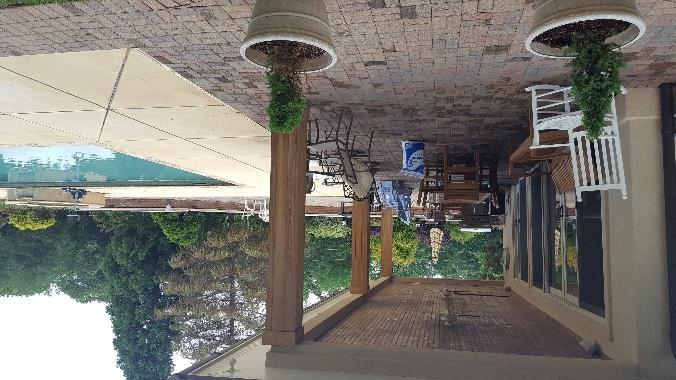 Une image contenant terrain, bâtiment, arbre, extérieur  Description générée avec un niveau de confiance très élevé