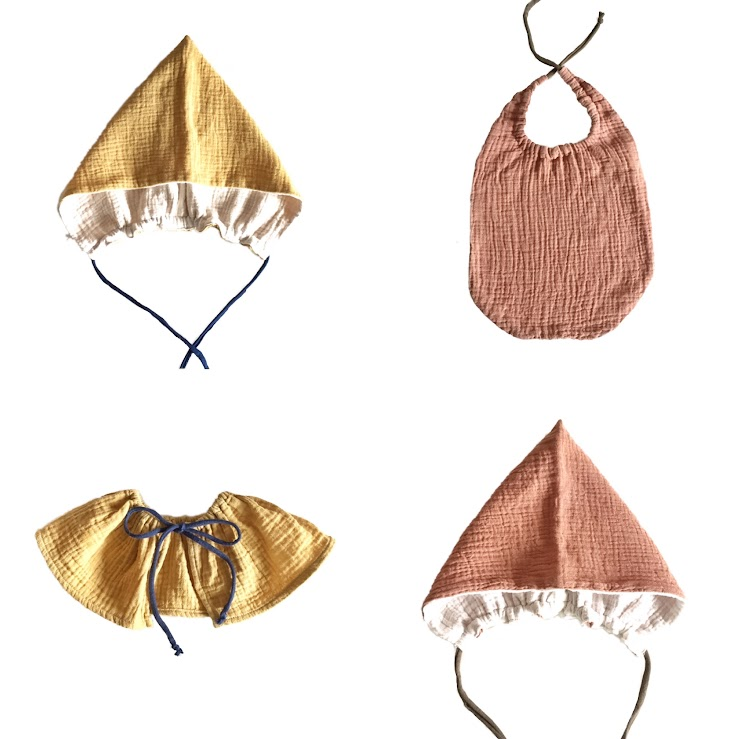 △color  Avocado skin and seeds dye / peach pink Pomegranate skin dye / soft yellow   [Pixie bonnet hat]NT.1080  △size  3-6 months 6-12 months  12-18 months    [Baby bib]$830  △size  19.5cm x 21cm (the front part)  [Frilly collar]$450  △size  12cm x 71cm  100% cotton 100% plant dye with no mordant by alum 100% handmade with love