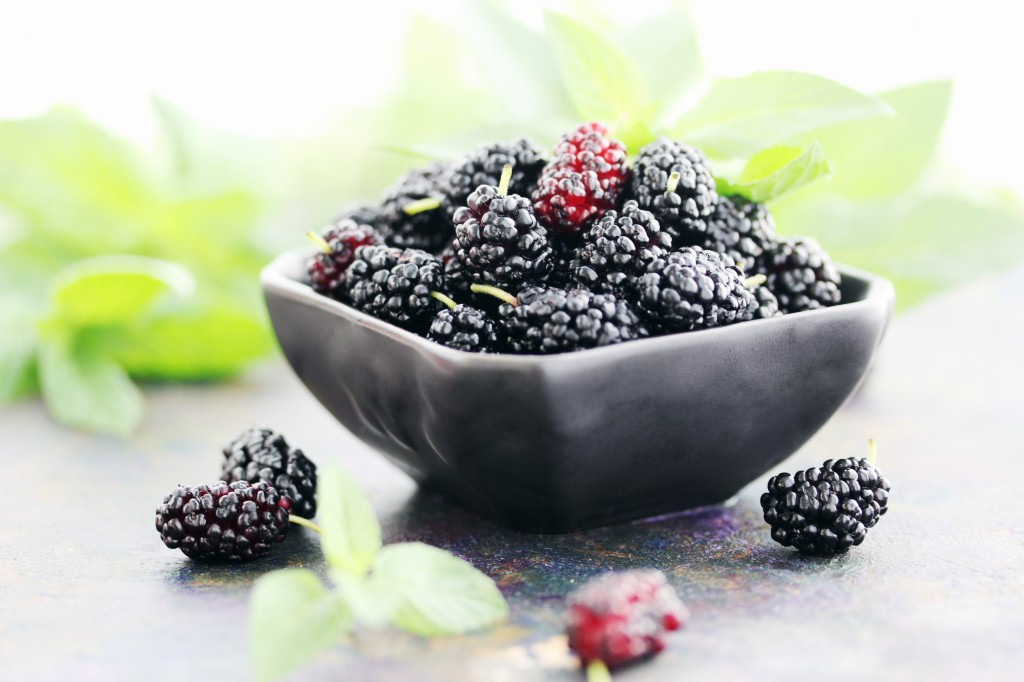 superfood Juicy-Mulberry-On-A-Black-Plat-47939141