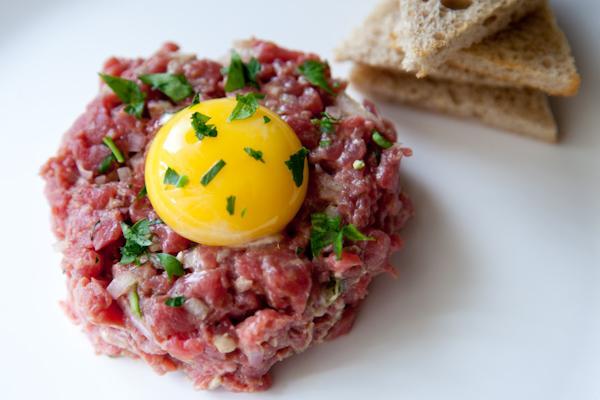 Món thịt bò sống của Pháp: Tinh hoa ẩm thực phương Tây