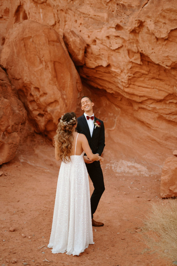 Thinking About Doing a First Look? The Pros and Cons You Should Know Before Your Wedding Day