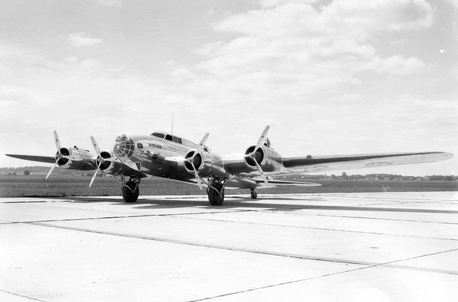 (https://airman.dodlive.mil/2019/03/25/b-17-flying-fortress/)
