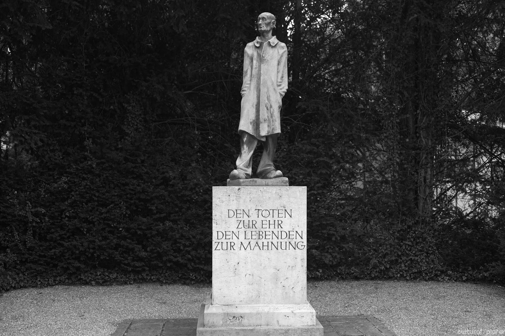 Statue by Fritz Koelle