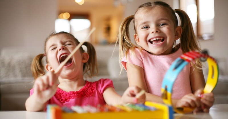 10 ways to raise happy kids