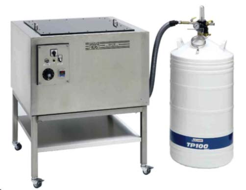 Semen freezer MT with an automatic freezing curve from 4°C to -140°C with very low liquid nitrogen consumption. The Dewar on the right has a capacity of 160 liters. (Courtesy of Minitube International).