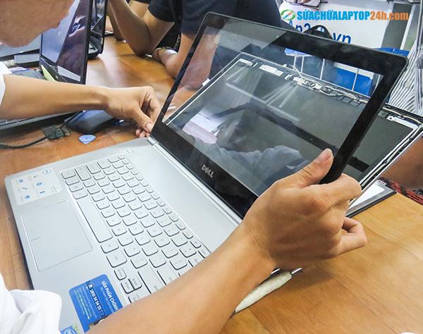 Laptop's-LCD-screen-repair-service-1