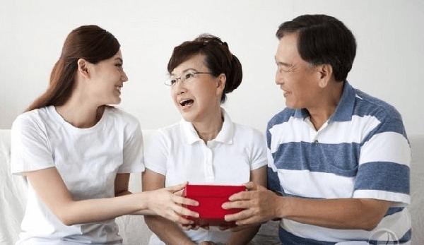Trở thành người phụ nữ dịu dàng và khôn khéo đối với chồng, bố mẹ, bàn bè của chồng.