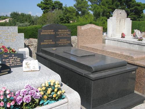 Могила Володимира і Розалії Винниченків
