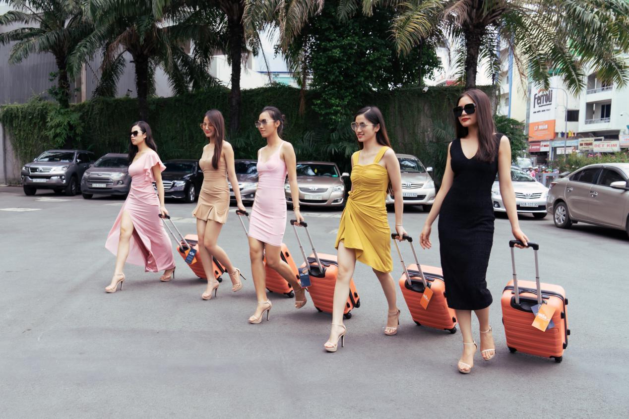 vali-thoi-trang-miavn-dong-hanh-cung-hoa-hau-hoan-vu-viet-nam-2019-4