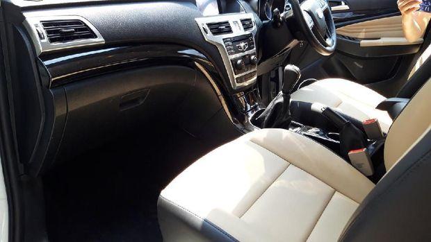 Kepala Staf TNI AU Test Drive Mobil SUV Esemka