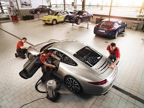 Đội ngũ nhân viên trung tâm rửa xe chuyên nghiệp