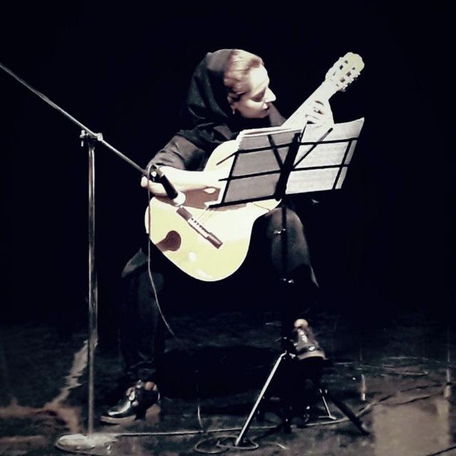 نازی کاظمی مدرس گیتار و ارف کودک