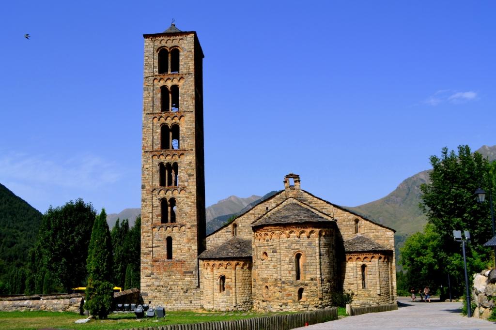 Esta es la  iglesia de San Clemente de Taüll, una de las más importantes de la ruta de iglesias románicas
