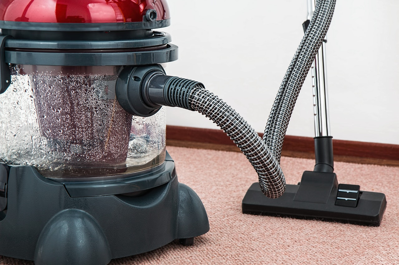 How to properly clean the vacuum filter?