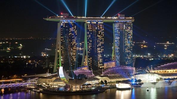https://www.peri.sg/.imaging/xl/dam/4eb0b9be-b46e-4118-b5e9-51b7030f461f/87546/marina-bay-sands-the-american-las-vegas-sands-corporation-is-the-owner-of-the-complex-the-highly-visible-hotel-towers.jpg