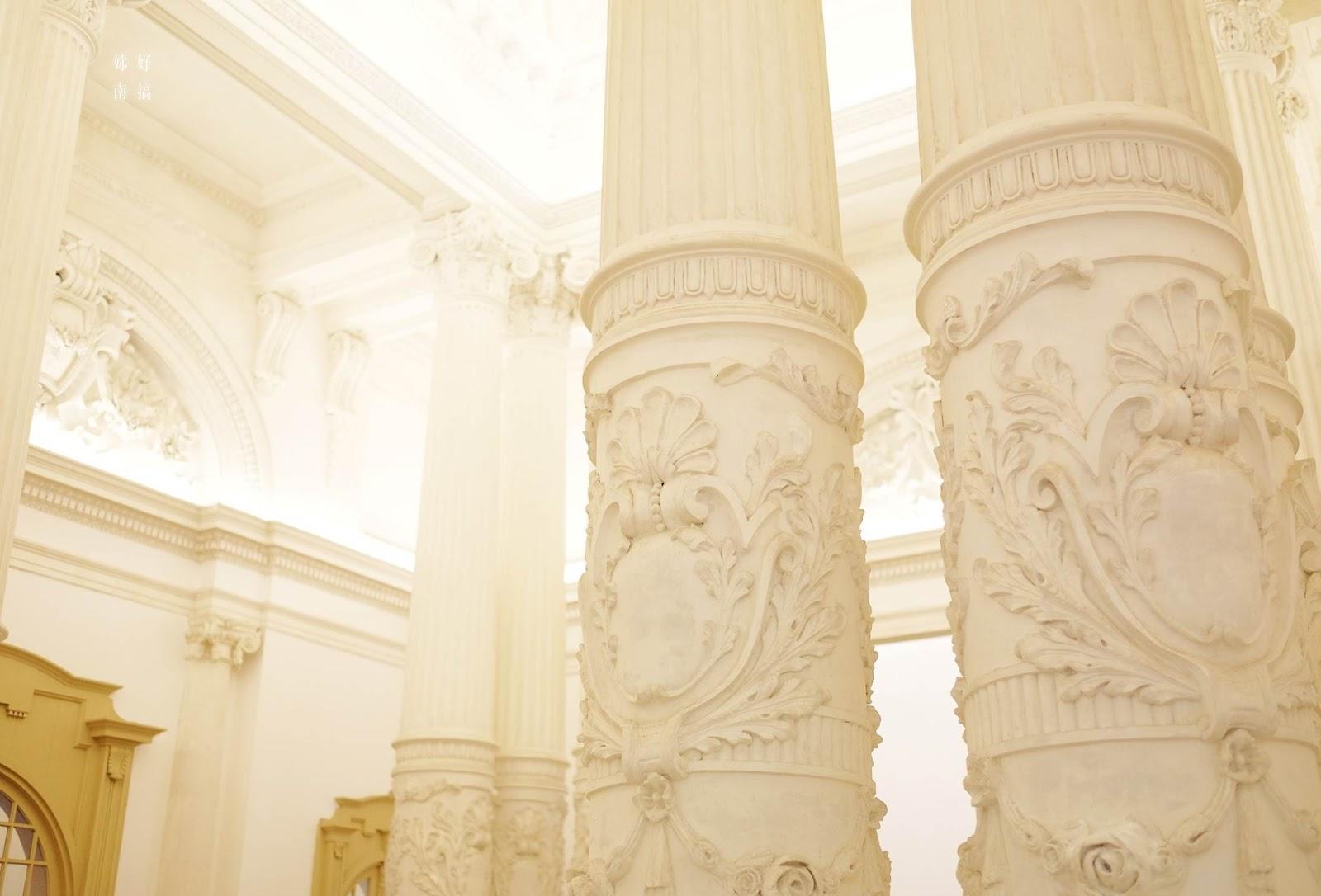 柱子上處處可見精緻的雕花設計