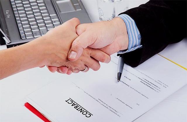 Bạn cần đọc kỹ các điều khoản bên trong hợp đồng khoan cắt bê tông