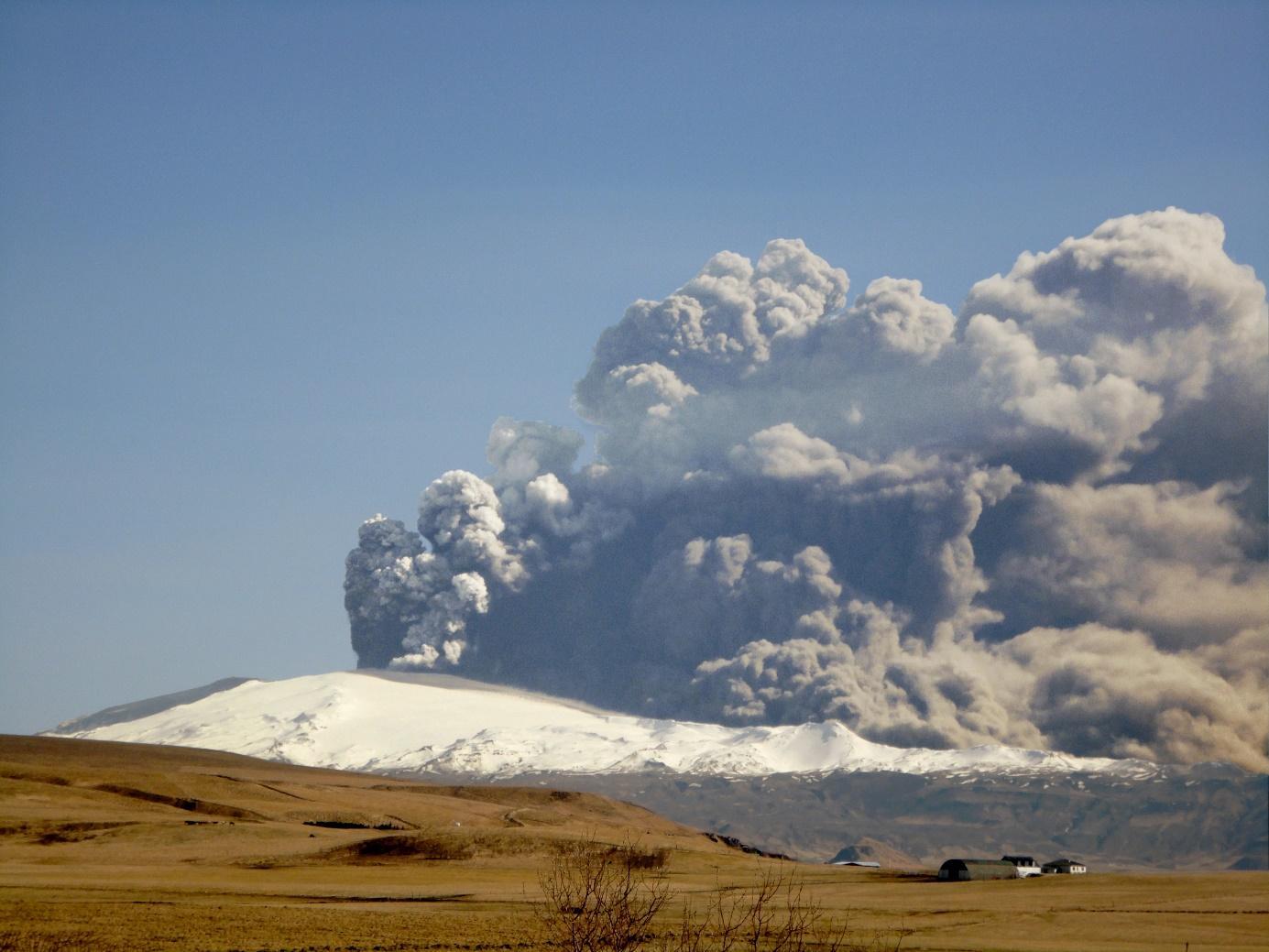 File:Eyjafjallajokull-April-17.JPG - Wikimedia Commons