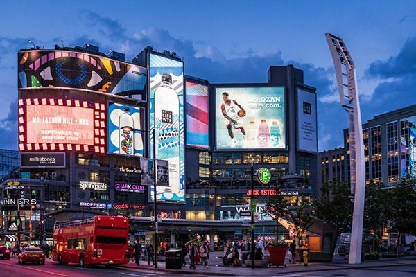 so sánh quảng cáo billboard