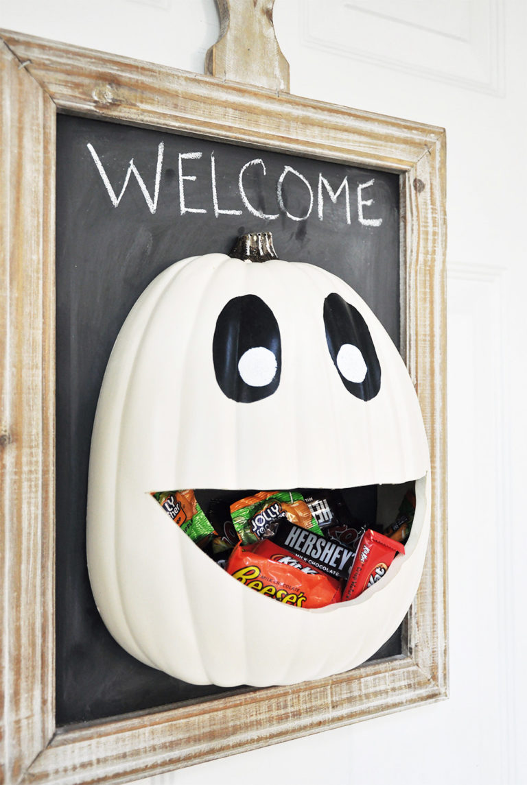 Candy Door Hanger: These 30 DIY Halloween Decorations That Are Wickedly Creative will save you money and allow your creativity to flourish
