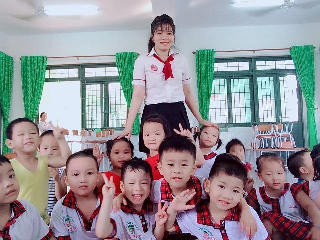 Đồng phục giáo viên mầm non đẹp