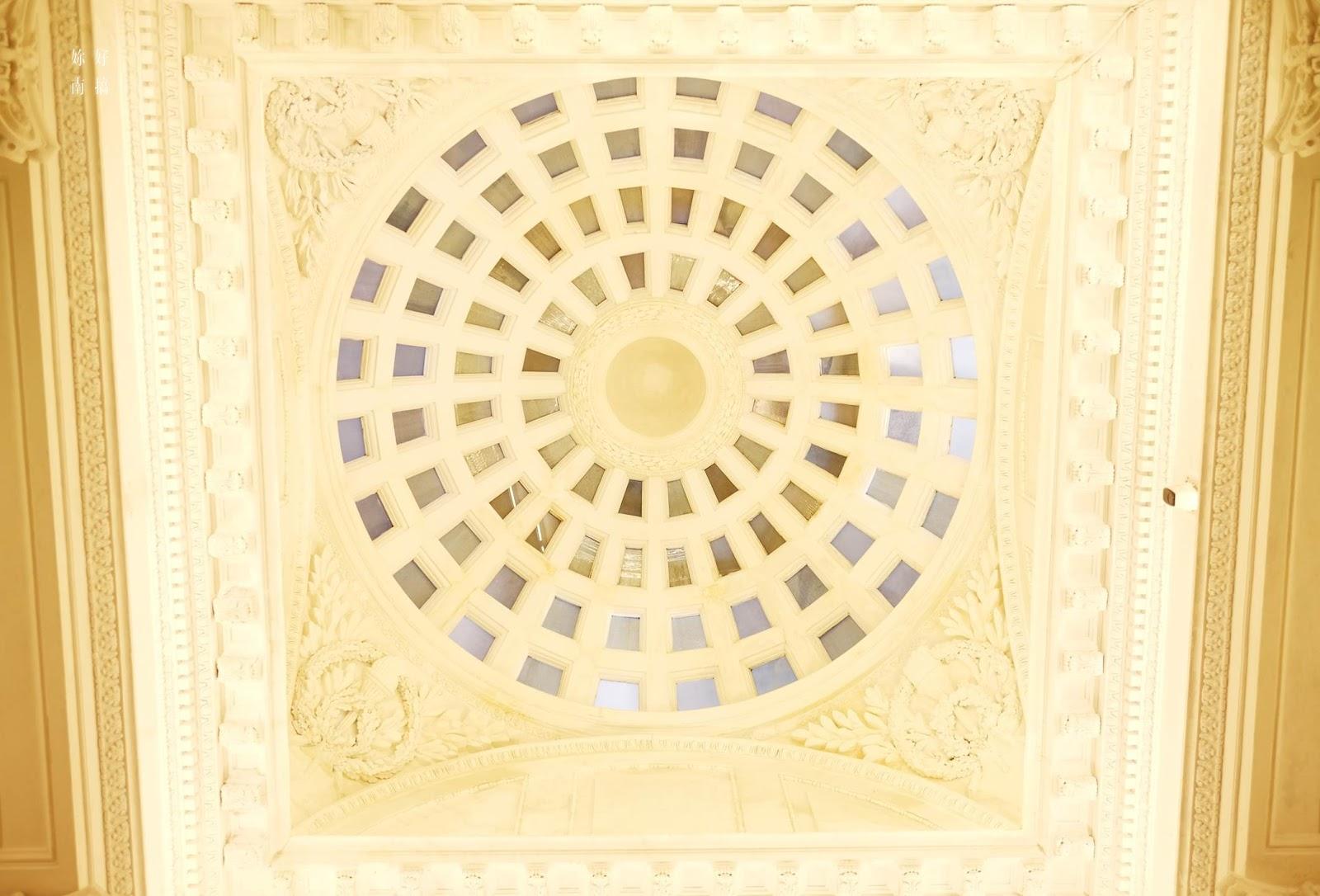 巴洛克圓頂設計 , 是建築物中的亮點 !