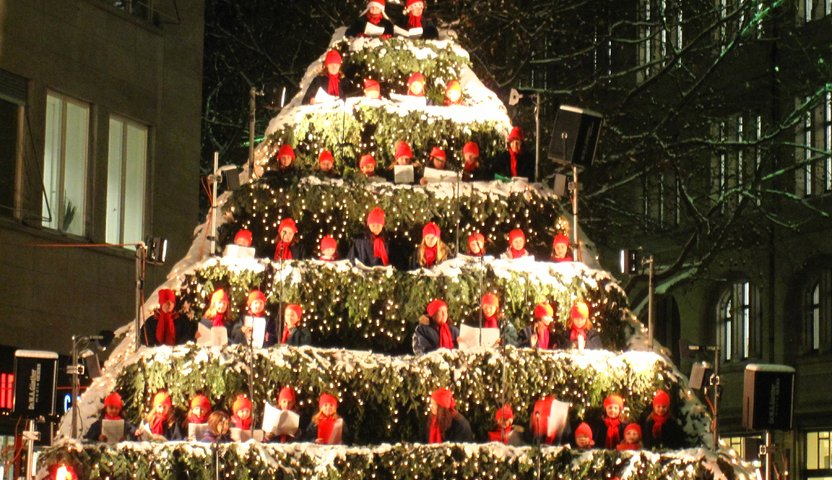 singing-christmas-tree-zurich-switzerland-62a3-832480.jpg
