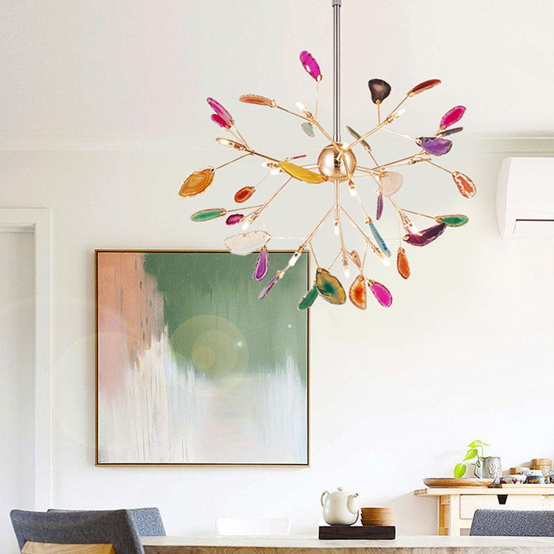 Đèn thả trần luôn là sản phẩm được yêu thích để trang trí cho phòng khách