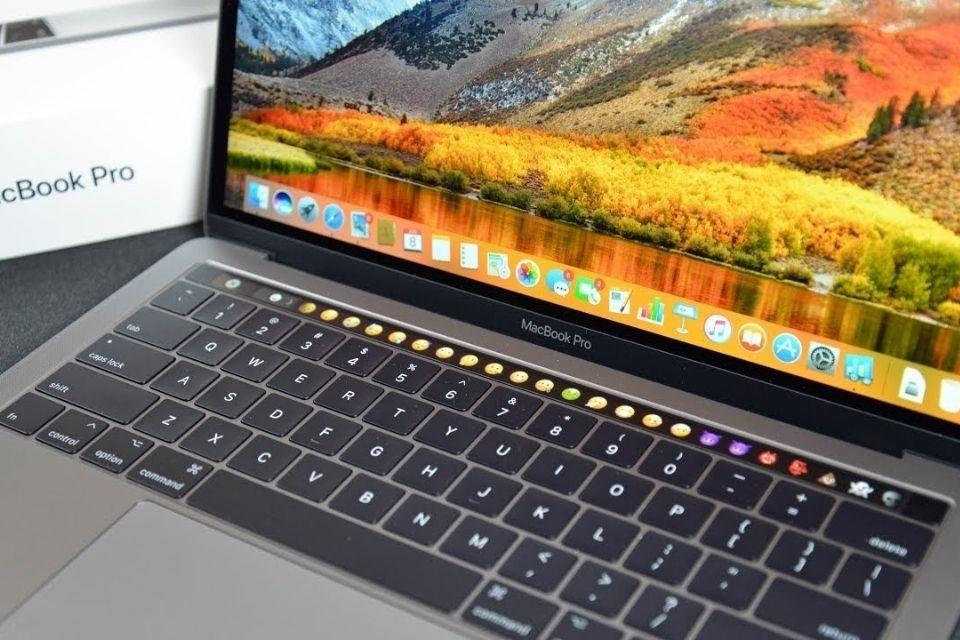 Bàn phím với trackpad cực kỳ ấn tượngalt: Bàn phím với trackpad cực kỳ ấn tượng