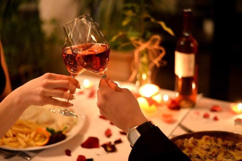 nhà hàng tiệc cưới TPHCM Riverside chia sẻ ý tưởng tổ chức lễ kỷ niệm ngày cưới 4