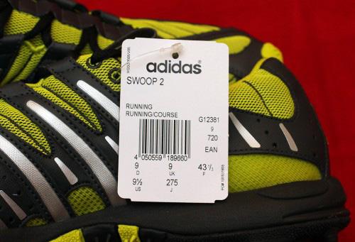 63eb3ea6 Отдельное внимание стоит уделить именно серийному номеру. На левом и правом  кроссовке они разные. Если цифры одинаковые, то в руках покупателя явный  фейк.