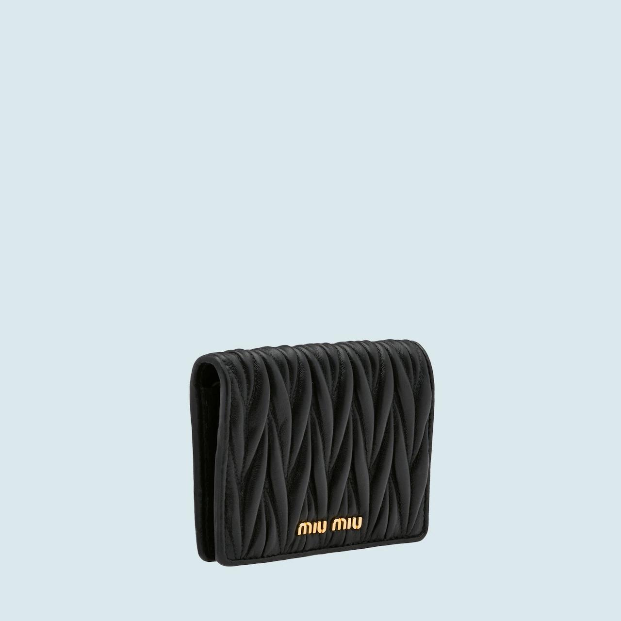 9. กระเป๋าสตางค์แบรนด์ Miu Miu