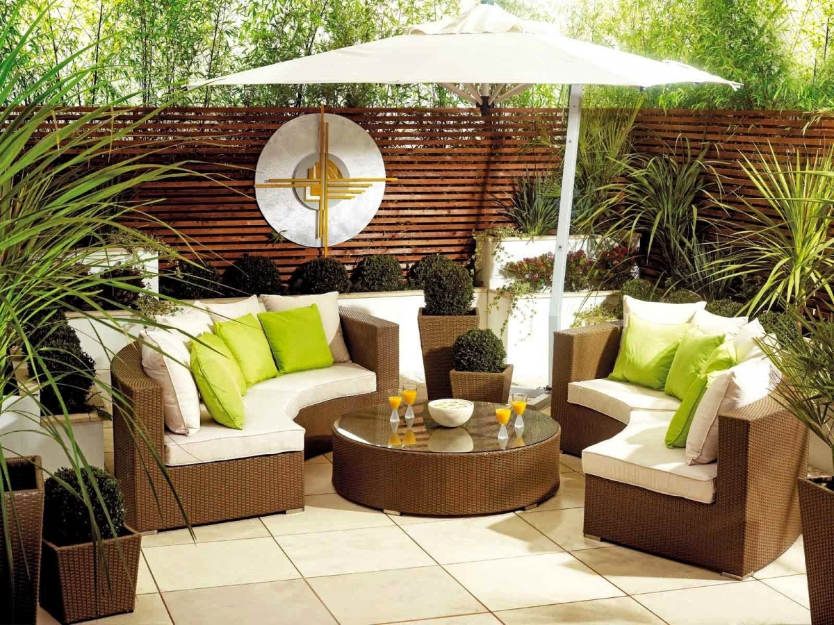 Sofa cafe kết hợp giữa 2 màu sắc với nhau tạo ra sự độc đáo trong không gian