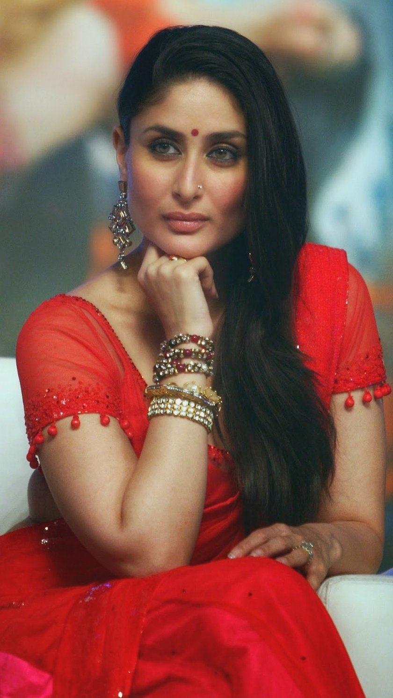 Kareena Kapoor red Saree Navel Queens