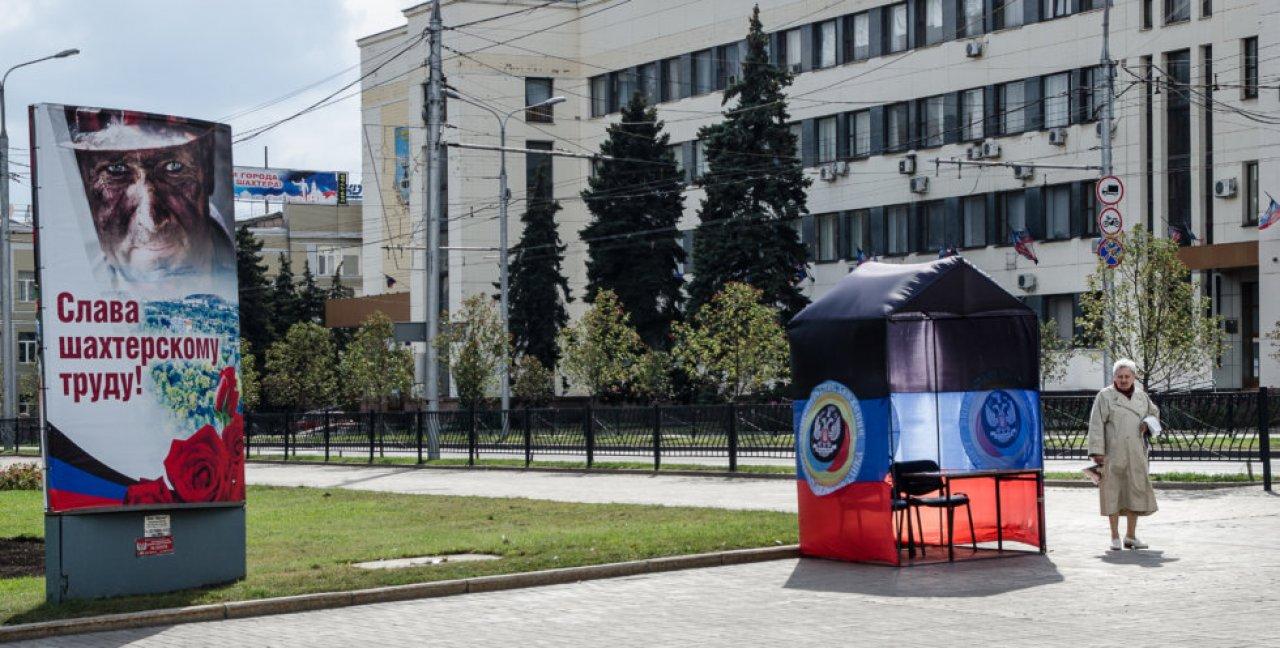 Рекламный плакат в центре Донецка / Фото: Томаш Фьорро