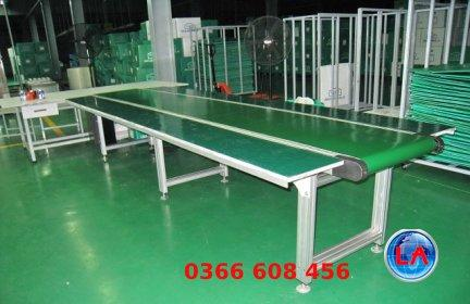 A picture containing floor, table, furniture, green  Description automatically generated