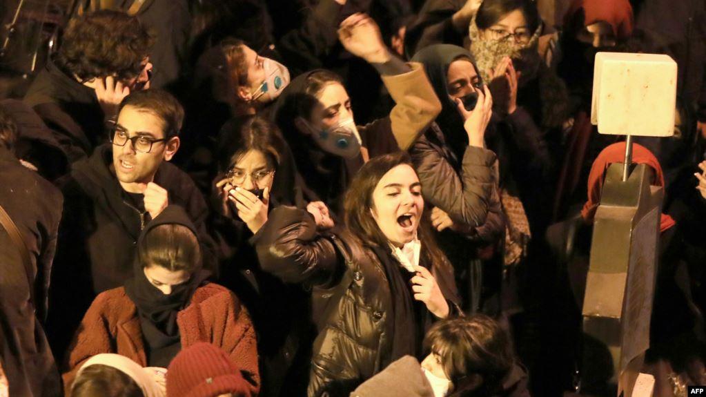 مظاهرات في وسط طهران تندد بالحرس الثوري والمرشد الأعلى