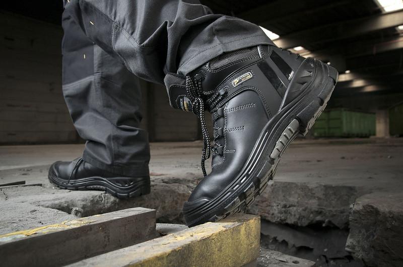 Cách bảo quản và sử dụng giày bảo hộ abc đúng cách