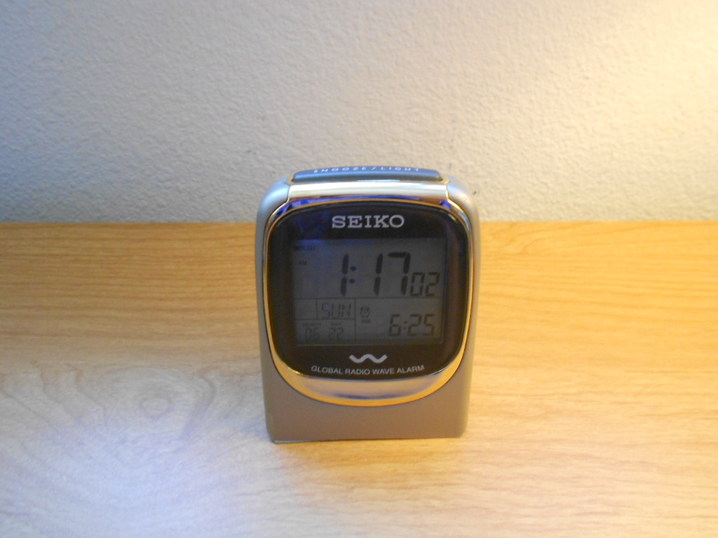 seiko radio controlled global radiowave digital travel alarm clock qhr007glh ebay. Black Bedroom Furniture Sets. Home Design Ideas