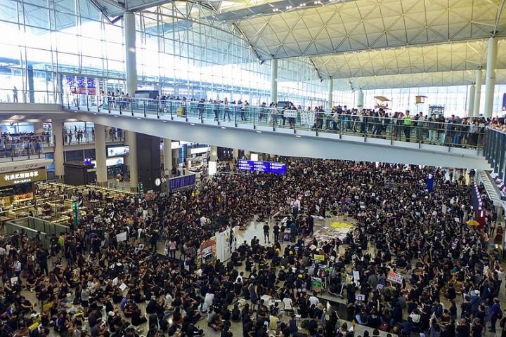 香港國際機場已成為當前抗爭的戰場之一。自8月5日大規模停工以來,許多抗議者紛紛到場發起佔領行動。//圖片來源:Wpcpey