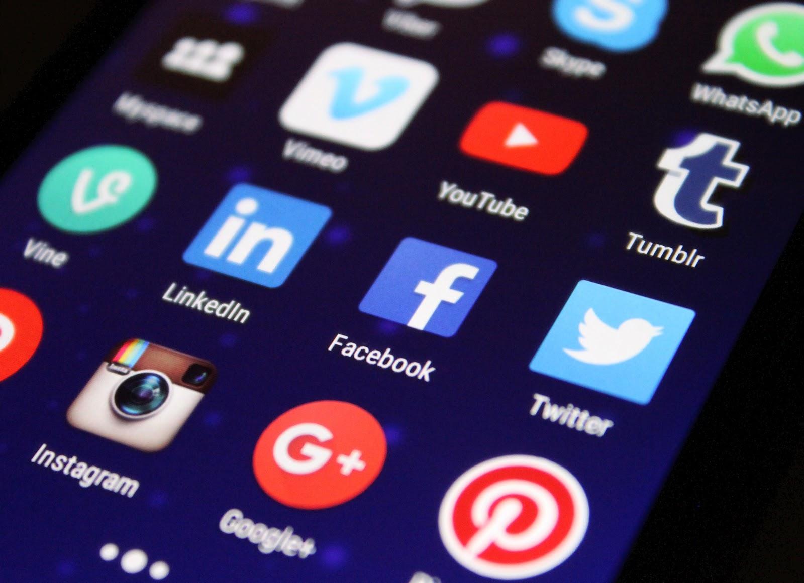 redes sociais no celular marketing digital