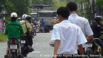 ietnam vietnamesische Sicherheitskräfte blockieren den Zugang zum Haus von Nguyen Bac