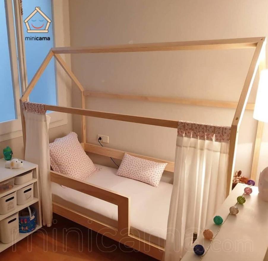 Cama casita de madera natural
