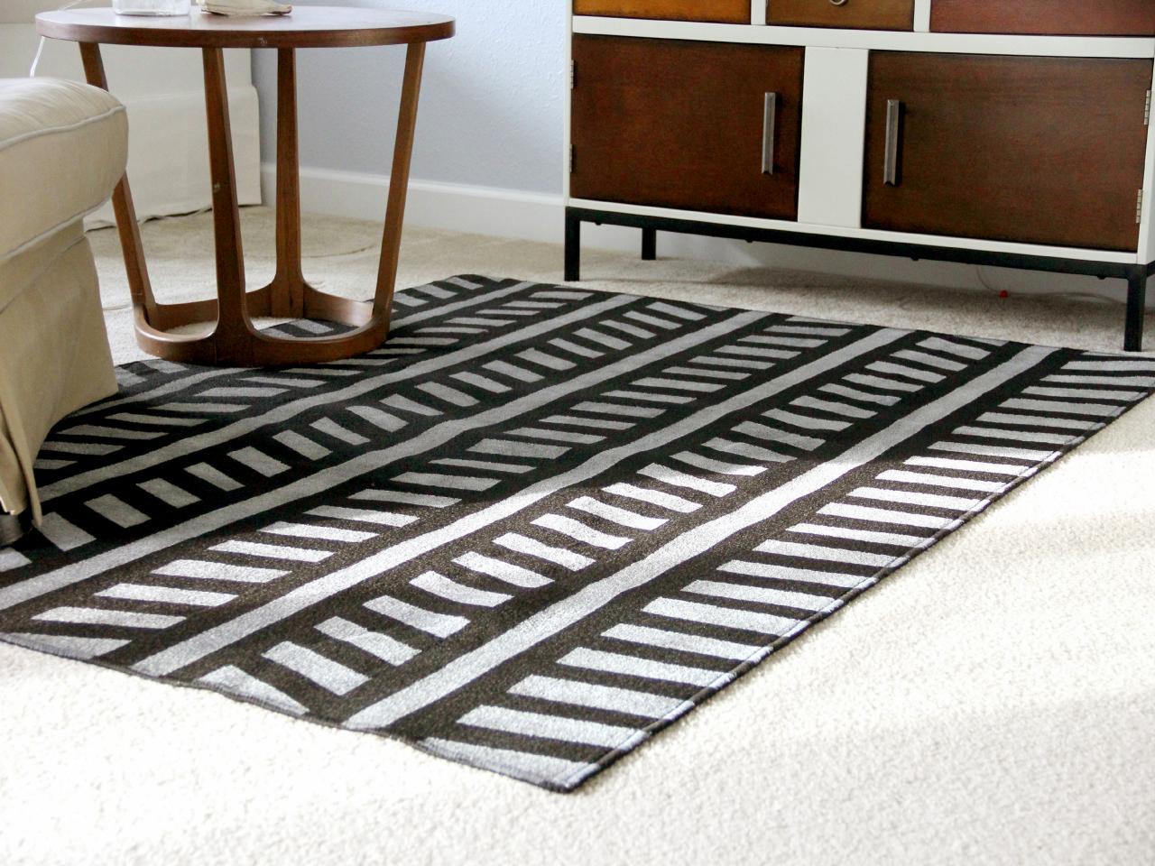 Furnitur Berbahan Kain (Karpet) - sumber: www.diynetwork.com