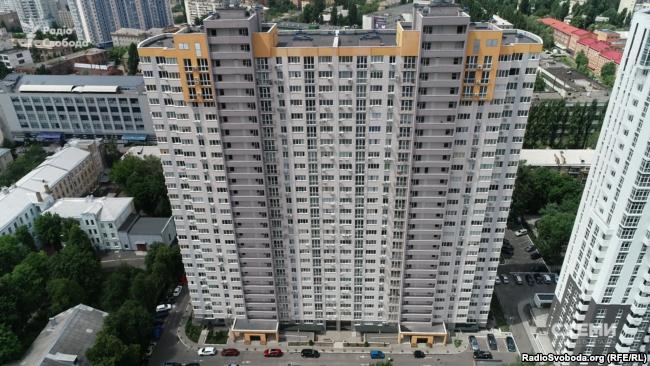 У цій столичній новобудові Мирослав Продан орендує у своєї сестри квартиру більш ніж на 100 квадратів