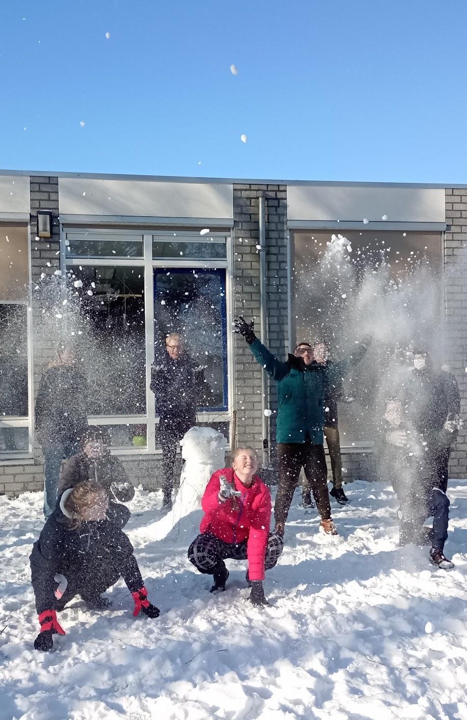 Afbeelding met sneeuw, buiten, traangasAutomatisch gegenereerde beschrijving
