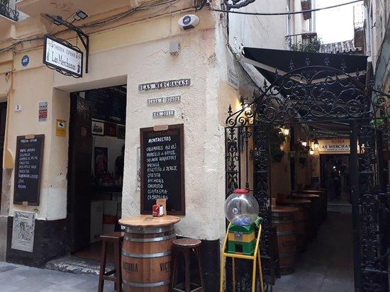 Tapear en Málaga en la Taberna Cofrade Las Merchanas